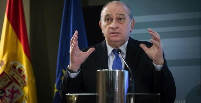 El ministro del Interior en funciones, Jorge Fernández Díaz, en una rueda de prensa en la sede de su departamento.- EFE