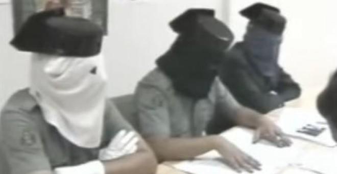 Guardias civiles miembros del sindicato clandestino SUGC, en rueda de prensa en la década de los 80.