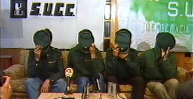 Guardias civiles del sindicato clandestino SUGC en rueda de prensa.