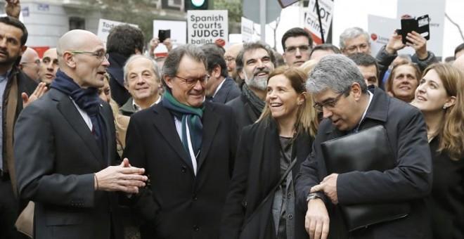Artur Mas acompañando a Frances Homs antes de declarar ante el Tribunal Supremo / EFE
