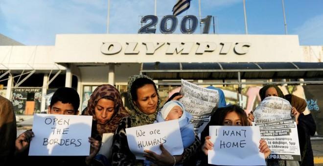 Inmigrantes en Atenas. REUTERS/Michalis Karagiannis