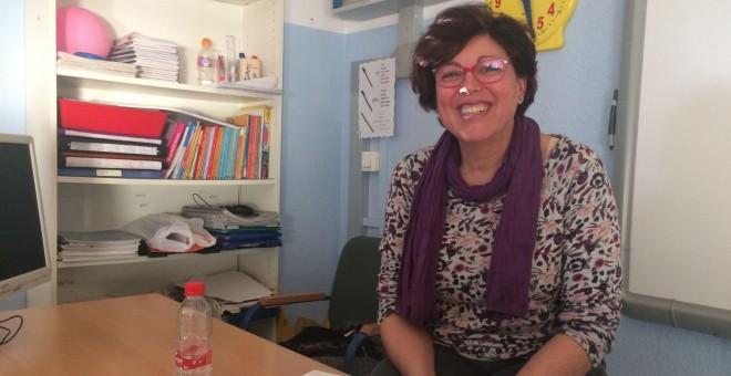La maestra Josefa Suárez en el colegio público sevillano Gloria Fuertes. PÚBLICO