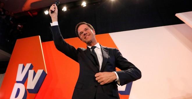 El primer ministro holandés, Mark Rutte, comparece tras conocer los resultados de los sondeos de las elecciones holandesas. - REUTERS