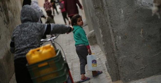 Agua, un derecho del que aún se ven privados 663 millones de personas. / REUTERS