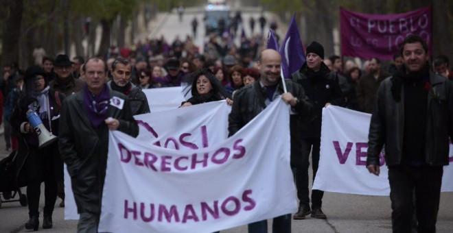 """Centenares de personas han recorrido este sábado las calles de Madrid para reclamar """"el derecho a tener derechos"""".- AHORA PODEMOS"""