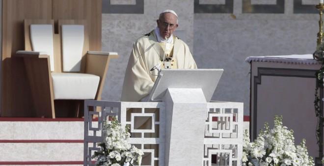 El papa Francisco celebra una misa en el circuito de Monza. /REUTERS