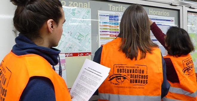 Las Brigadas Vecinales, durante una acción contra las redadas racistas en el metro de Madrid. / BVODH