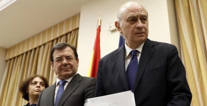 El exministro de Interior Jorge Fernández Díaz, a su llegada a la comisión de investigación del Congreso. EFE