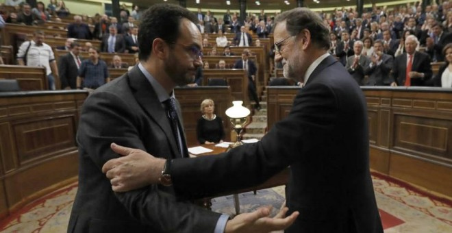 Antonio Hernando y Rajoy en el Congreso. EFE