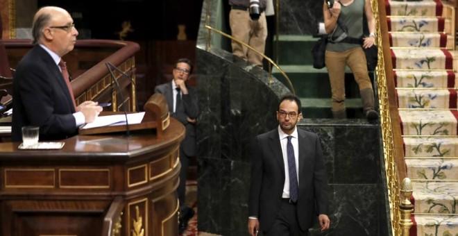 El ministro de Hacienda, Cristóbal Montoro, durante su intervención en la segunda sesión del debate de las enmiendas a la totalidad de los presupuestos de 2017. EFE/Sergio Barrenechea