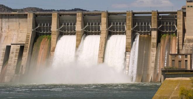 Medio Ambiente rechaza que las compañías eléctricas deban pagar con dinero para compensar a los territorios afectados por embalses.