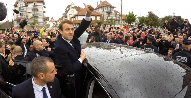 Emmanuel Macron durante su visita a Le Touquet.- REUTERS