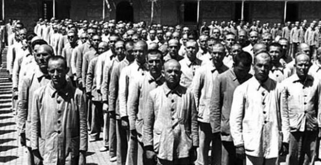 Presos republicanos en un campo de concentración del franquismo.