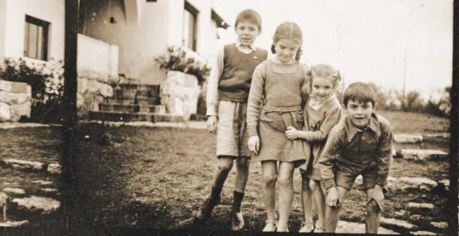 El Che (el mayor) y sus hermanos, Celia, Ana María y Roberto./Archivo de la familia