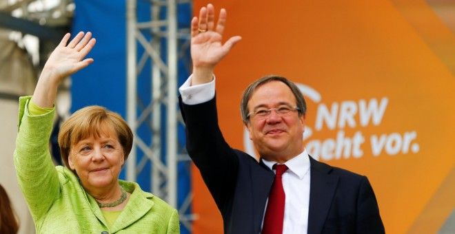 Armin Laschet, top candidate of conservative Christian Democratic Union (CDU) in North Rhine-Westphalia and German Chancellor Angela Merkel attend an election rally in Aachen, Germany, May 13, 2017. REUTERS/Thilo Schmuelgen