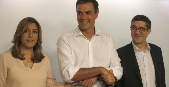 pedro Sánchez, nuevo Secretario General del PSOE, junto a sus rivales, Susana Díaz y PatxI López.EFE/Javier Lizón