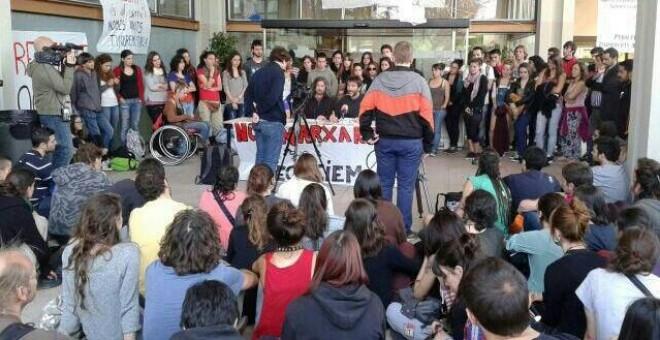 Encierro de los estudiantes en la UAB. FOTO CEDIDA
