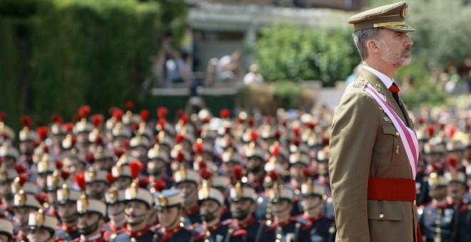 El Rey Felipe VI, durante el acto central del Día de las Fuerzas Armadas, que se ha celebrado en Guadalajara. EFE/Pepe Zamora