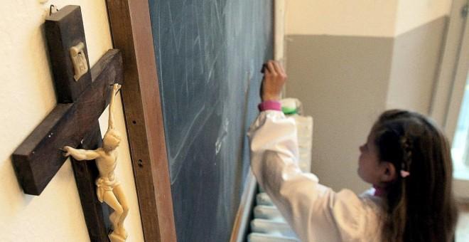 Más de 50 colectivos piden que la religión salga de la escuela y del Pacto Educativo. EFE/Archivo