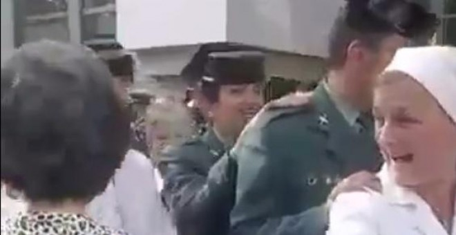 La Guardia Civil durante una Conga, junto a monjas y curas, en  una peregrinación a Lourdes pagada con dinero público.