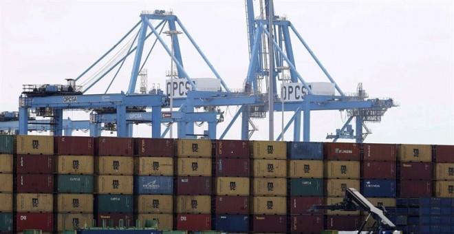 Terminal de contenedores del puerto de Las Palmas con las grúas paralizadas por la huelga de los estibadores iniciada este lunes en todos los puertos de España. EFE/Elvira Urquijo A.