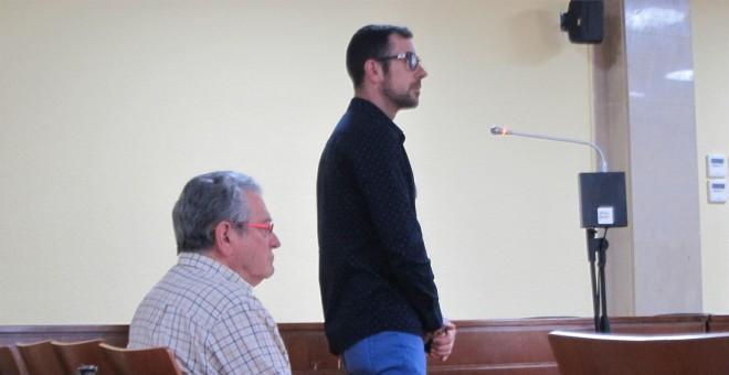 El abuelo ha sido condenado a cinco años de cárcel. Su padre, a un año y nueve meses. EP