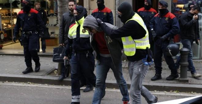 Detención de uno de los anarquistas.- EFE