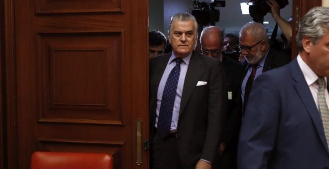 El extesorero del PP Luis Bárcenas, a su llegada  al Congreso para su comparecencia en la comisión de investigación de la supuesta financiación ilegal del PP. EFE/Chema Moya