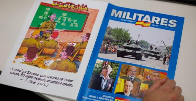 Contraportada y portada del número 111 (julio) de la revista 'Militares', editada por la Asociación de Militares Españoles. CHRISTIAN GONZÁLEZ