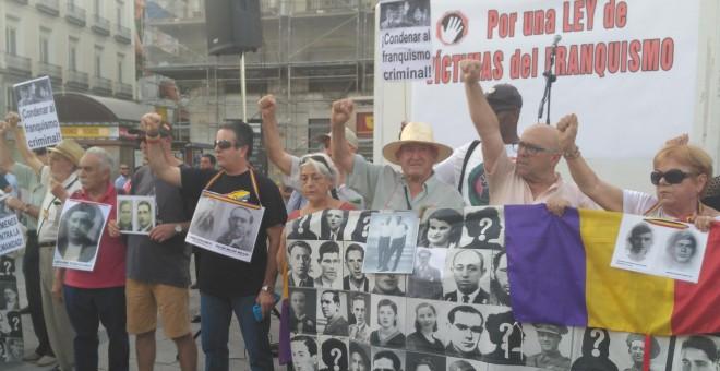 Concentración en la Plaza del Sol por las victimas del franquismo. / Julia González