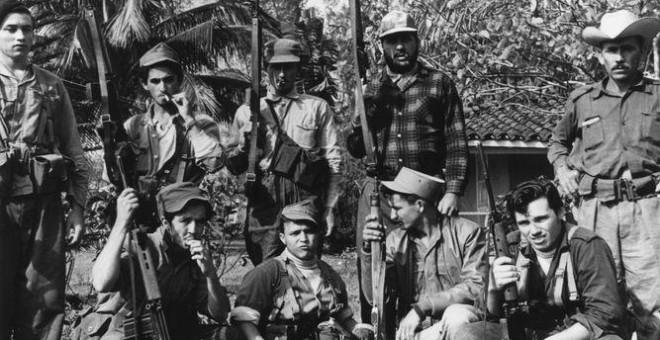 Fidel Castro junto con otros combatientes del Movimiento 26 de julio