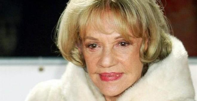 Foto de archivo de la actriz Jeanne Moreau a su llegada a la ceremonia de entrega de los Premios del Cine Europeo en Berlín (Alemania) el 6 de diciembre de 2003. La actriz y directora Jeanne Moreau, considerada la gran dama del cine francés, murió hoy, 31