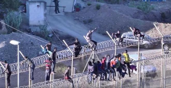 Imagen de archivo en la valla de Ceuta /Youtube/ Faro de Ceuta