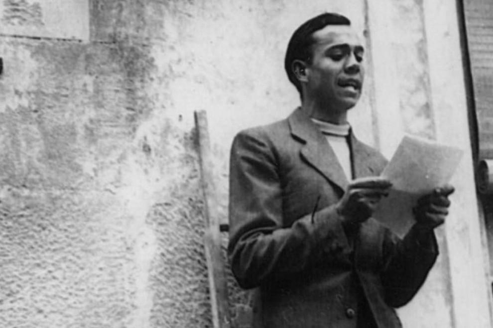 El poeta Miguel Hernández recitando.
