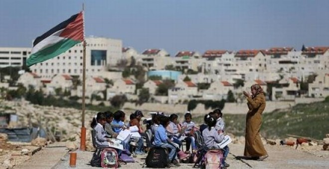 Escuela beduina en las afueras del poblado judío Maale Adumim, en Cisjordania. REUTERS
