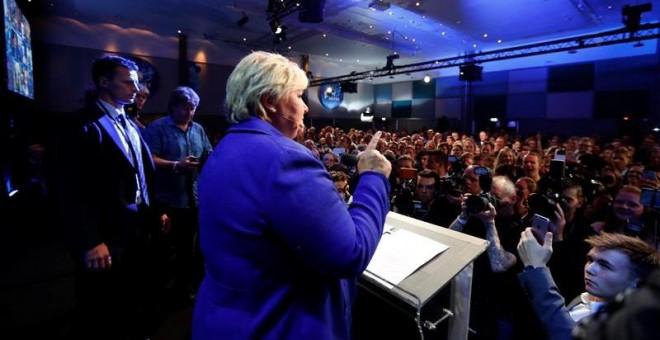 La primera ministra noruega, Erna Solberg, habla a sus simpatizantes en Oslo (Noruega). EFE/Junge Heiko