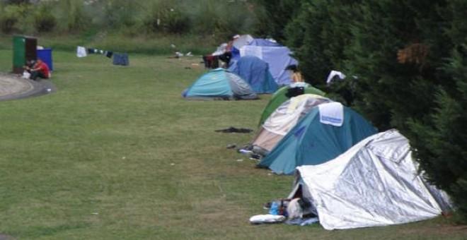 Campamento de los inmigrantes en los alrededores del puerto Zierbena