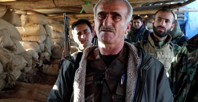 Oficial de los peshmergas de Barzani, en la línea del frente contra el ISIS FOTO Ferran Barber