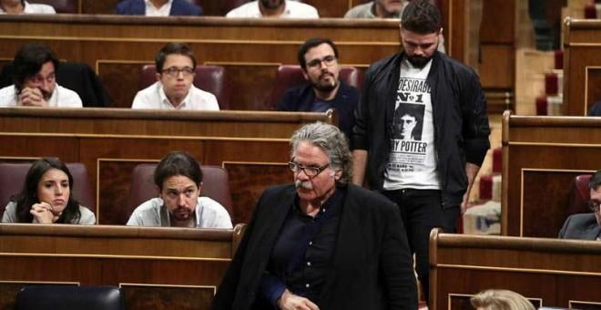 Los diputados de ERC, Joan Tardá y Gabriel Rufián, al inicio de la sesión de control al Gobierno en el Congreso de los Diputados, la última antes de la convocatoria del referéndum de este próximo domingo, 1 de octubre. | MARISCAL (EFE)