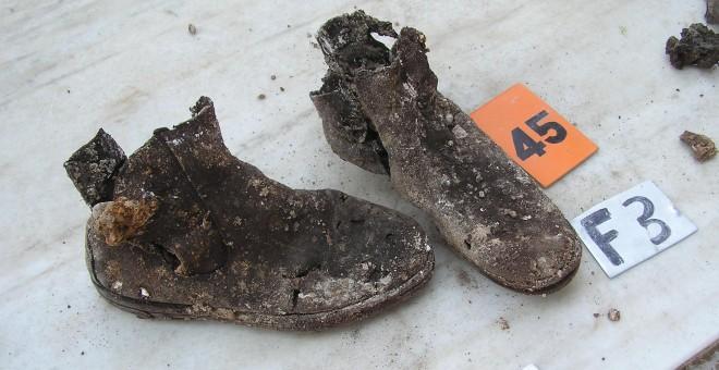 Botas de una de las víctimas de la represión franquista encontradas en la exhumación del cementerio de Valladolidad