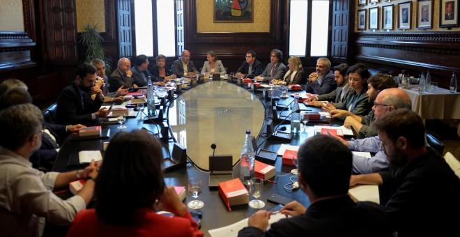 La presidenta del Parlamnt, Carme Forcadell, preside la reunión de la Mesa y Junta de Portavoces de la cámara catalana. REUTERS/Vincent West