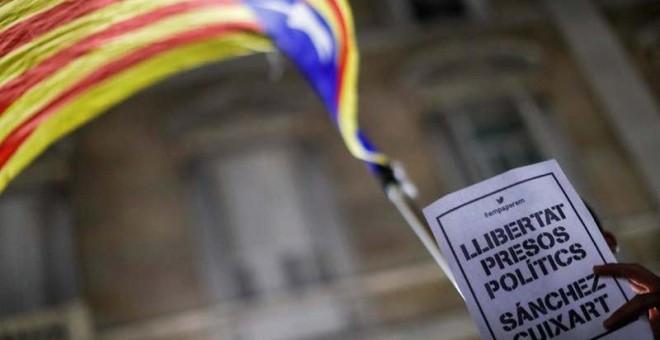 Protestas en Catalunya por el encarcelamiento de los líderes de ANC y ÒmniuM. | REUTERS