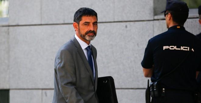 El mayor de los Mossos d'Esquadra, Josep Lluis Trapero, tras comparecen en la Audiencia Nacional. REUTERS/Javier Barbancho