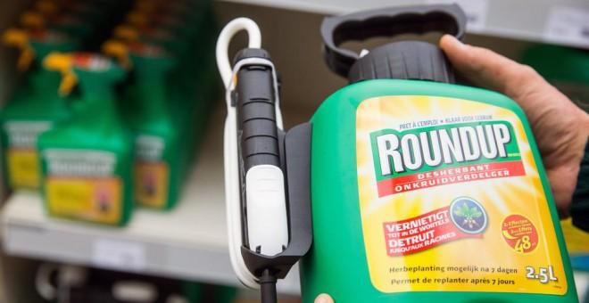 El glifosato, que comunmente se comercializa bajo la marca Roundup. EFE