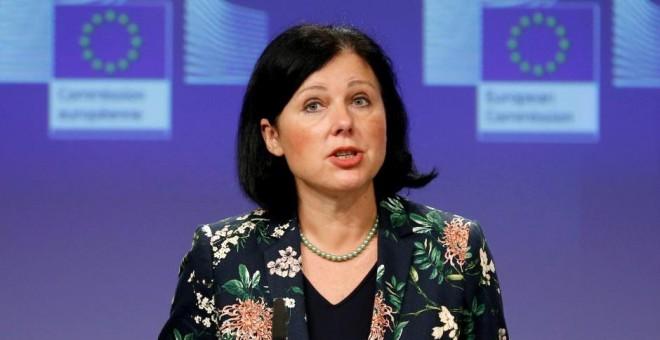 Vera Jourová, comisaria europea sobre género e igualdad desveló haber sido víctima de violencia sexual y animó a las mujeres a denunciar estos delitos en redes a través de la campaña #Metoo / Reuters