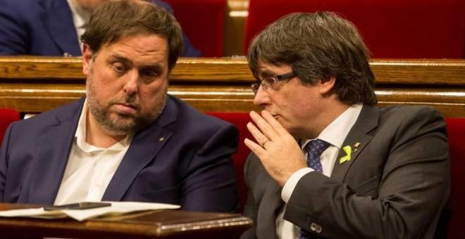 Oriol Junqueras y Carles Puigdemont en el Parlament. EFE/Archivo