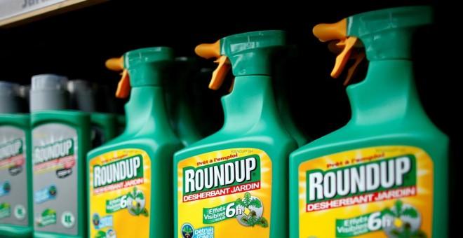 El glifosato, que comunmente se comercializa bajo la marca Roundup. REUTERS
