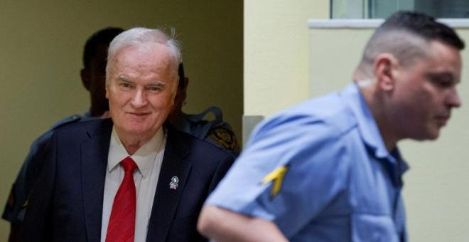Mladic, en el tribunal que le juzgaba en La Haya este miércoles. REUTERS/Peter Dejong