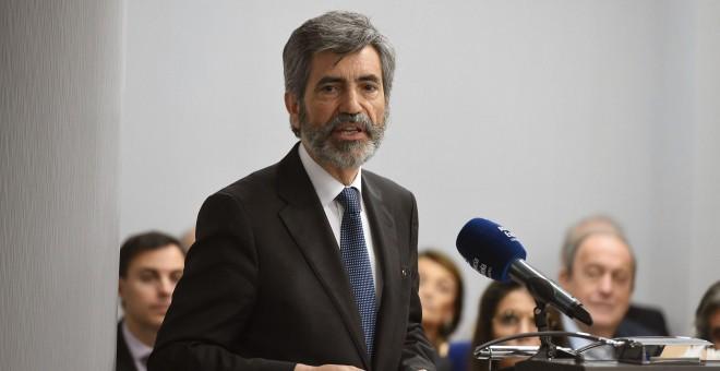 El presidente del Consejo General del Poder Judicial (CGPJ), Carlos Lesmes, durante su intervención tras recoger el II Premio a la Transparencia, Integridad y Lucha contra la Corrupción. EFE/Fernando Villar