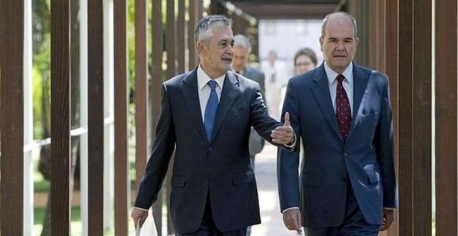Los expresidentes de Andalucía José Antonio Griñán y Manuel Chaves, dos de los principales procesados en la macrocausa de los ERE. EFE/Archivo